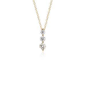 Colgante con tres diamantes en oro amarillo de 18k (1/2 qt. total)