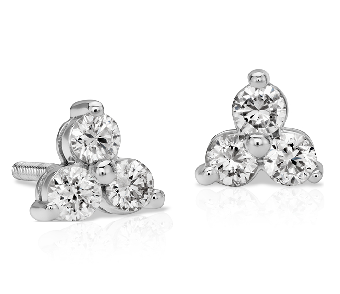Aretes clásicos con trío de diamantes en oro blanco de 14 k