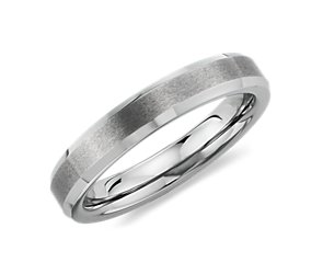 Brushed with Beveled Edge Wedding Ring in Gray Tungsten Carbide (4mm)