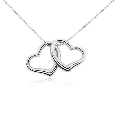 Colgante de doble corazón en oro blanco de 14 k
