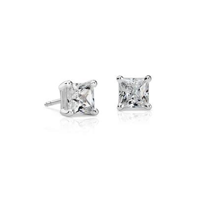 Puces d'oreilles diamant taille princesse en platine