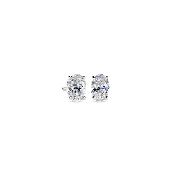 Aretes de diamantes de talla ovalada en oro blanco de 14k