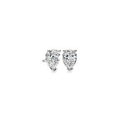 Aretes de diamantes de talla en forma de pera en oro blanco de 14k